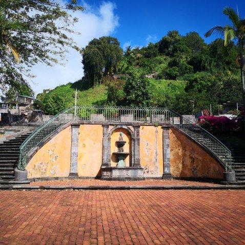 En flott fontene på vei opp til teateret