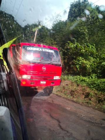 En av bilene fra Dominica Strong